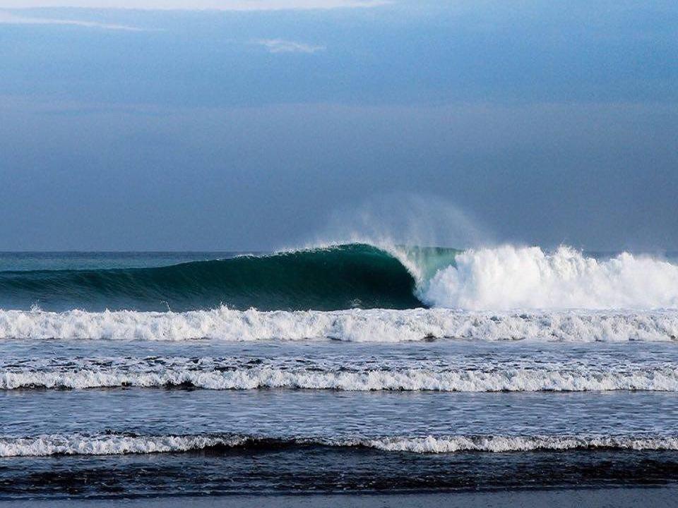 ayampe barrel wave photo